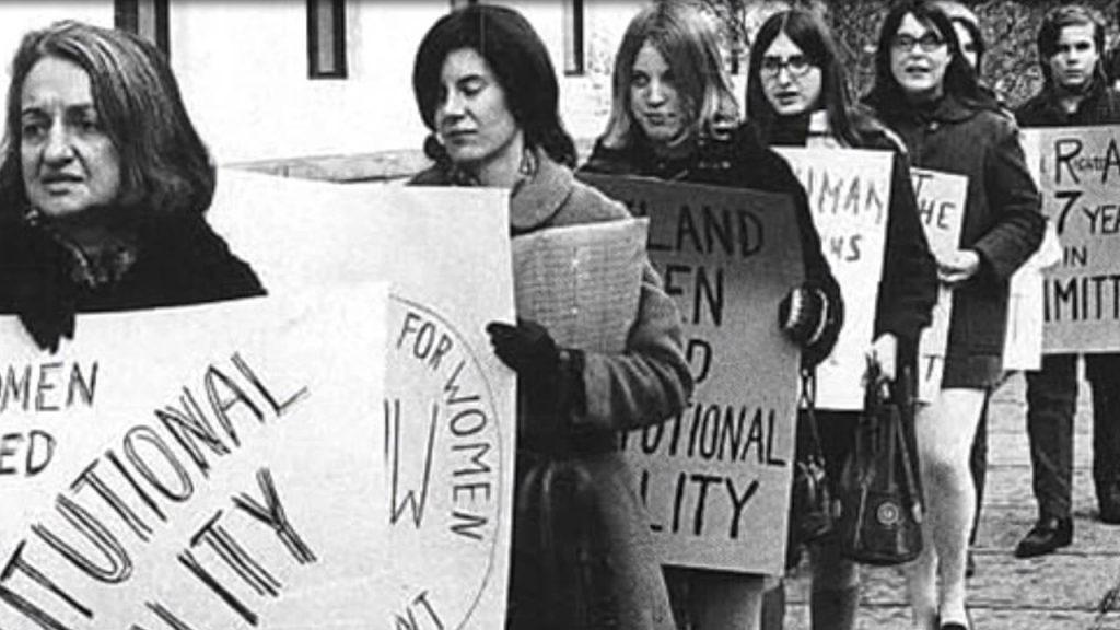 """""""Никога не бива да се колебаем да наричаме себе си феминисти"""""""