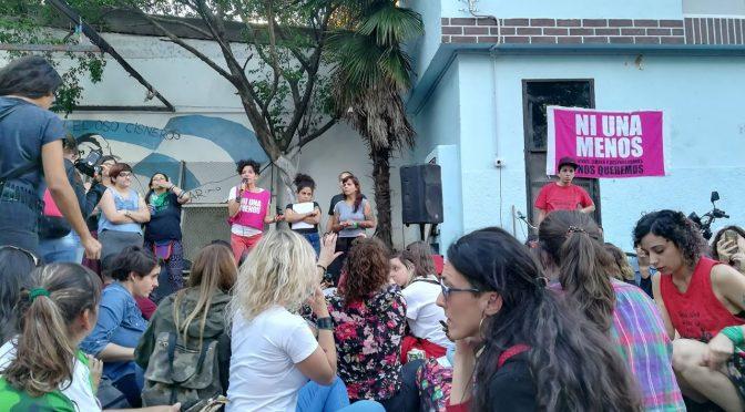 #NiUnaMenos: феминистка асамблея в Буенос Айрес